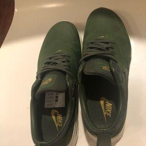 meet 8dcf3 c5ba8 Nike Shoes - Nike Air Max Thea Premium Green (Rare!)